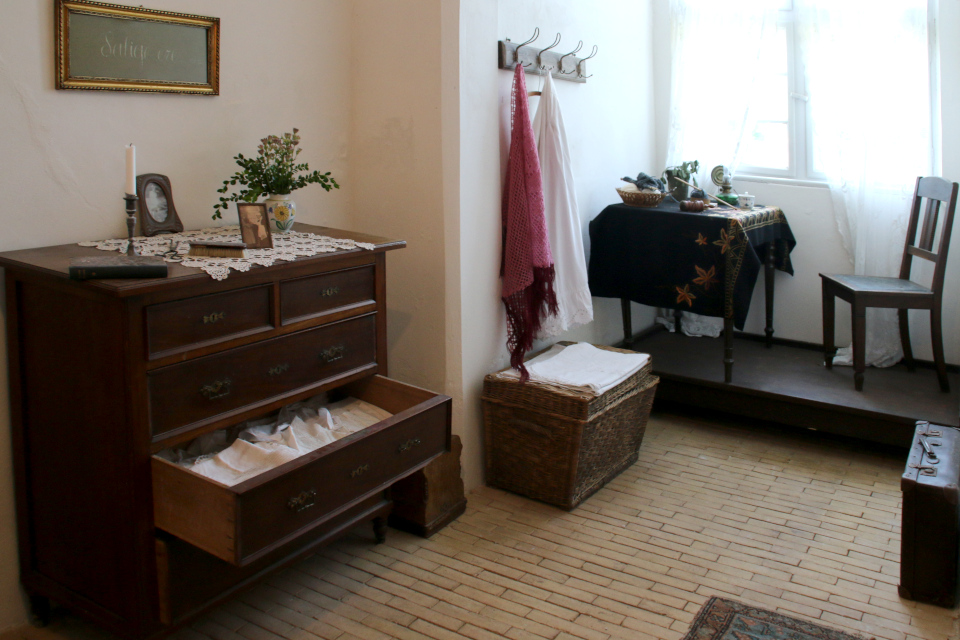 Комод для постельного белья в поместье Гамель Эструп / Gl Estrup