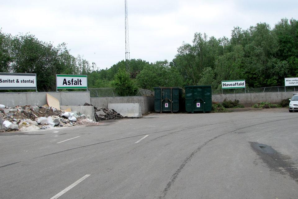 Борьба с борщевиками в Дании. В центрах по сортировке и переработке мусора есть специальные отделы для сбора злостных сорняков.