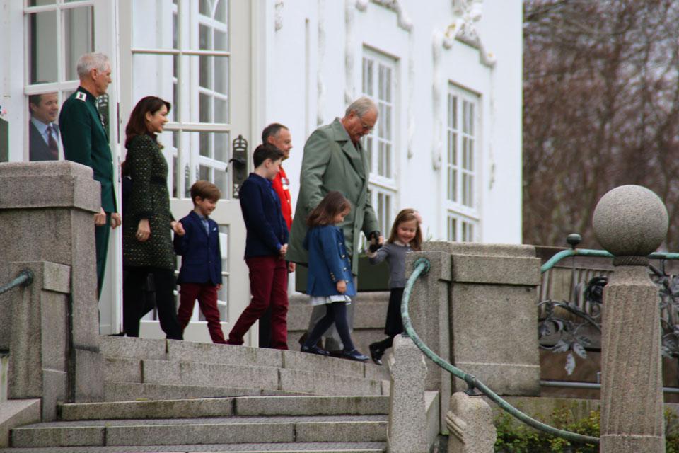Принц Хенрик с внучками