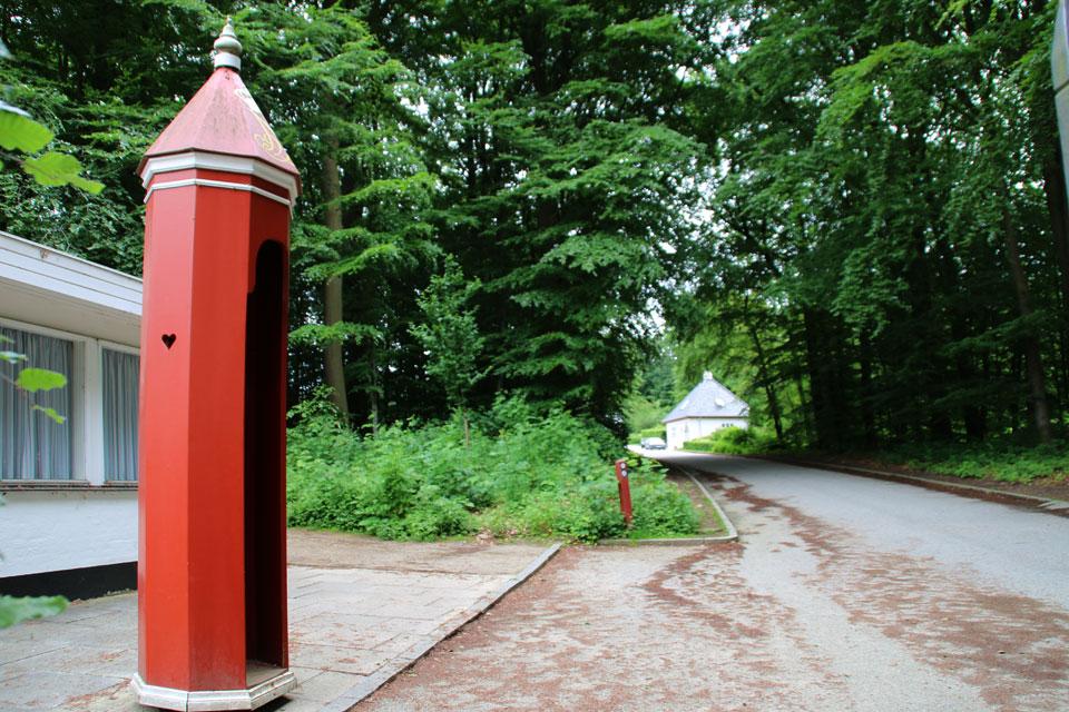 У входа в королевский парк Марселисборг