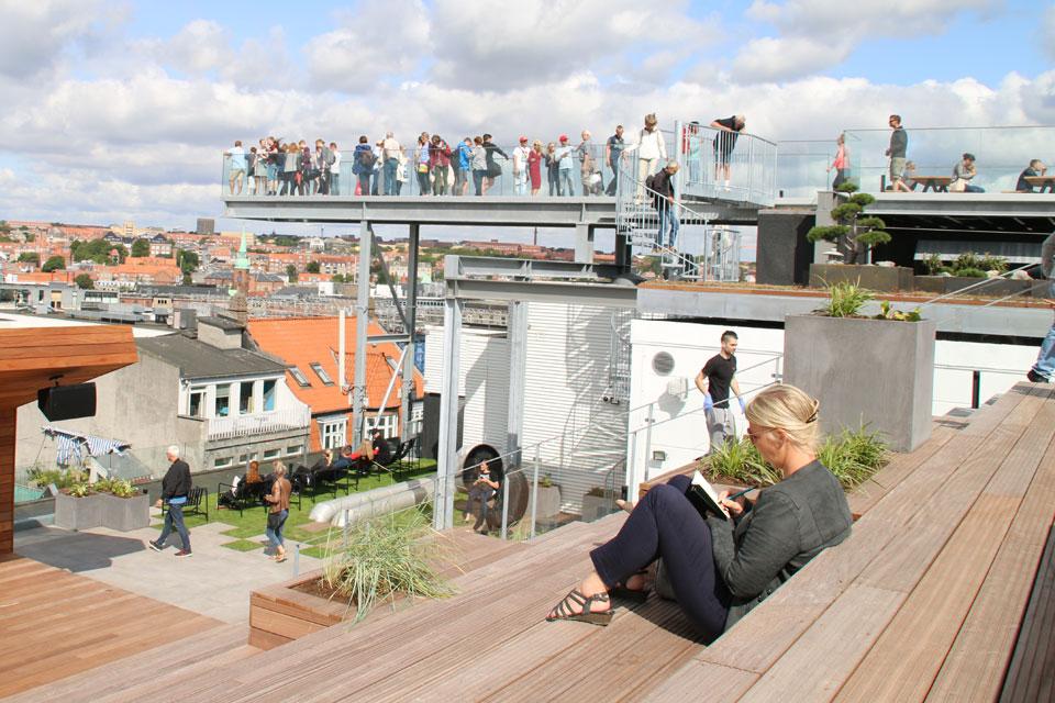 Многоярусный городской парк на крыше