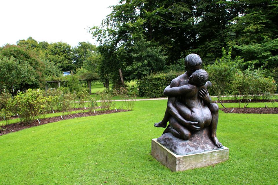 Скульптура Влюбленная пара / Elskende par, которую сделал принц Хенрик