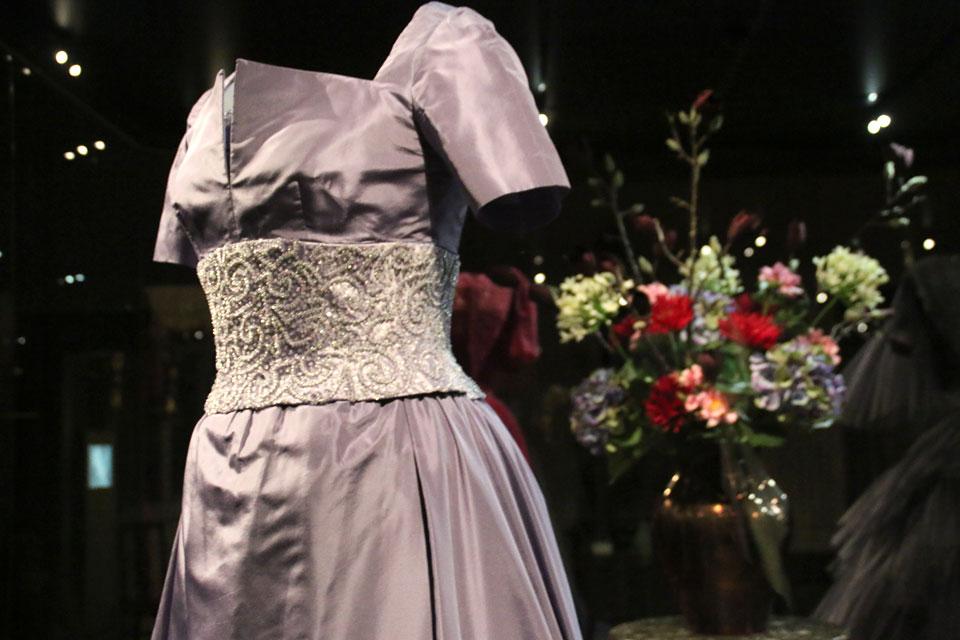 Платье с вышивкой жемчужным бисером.