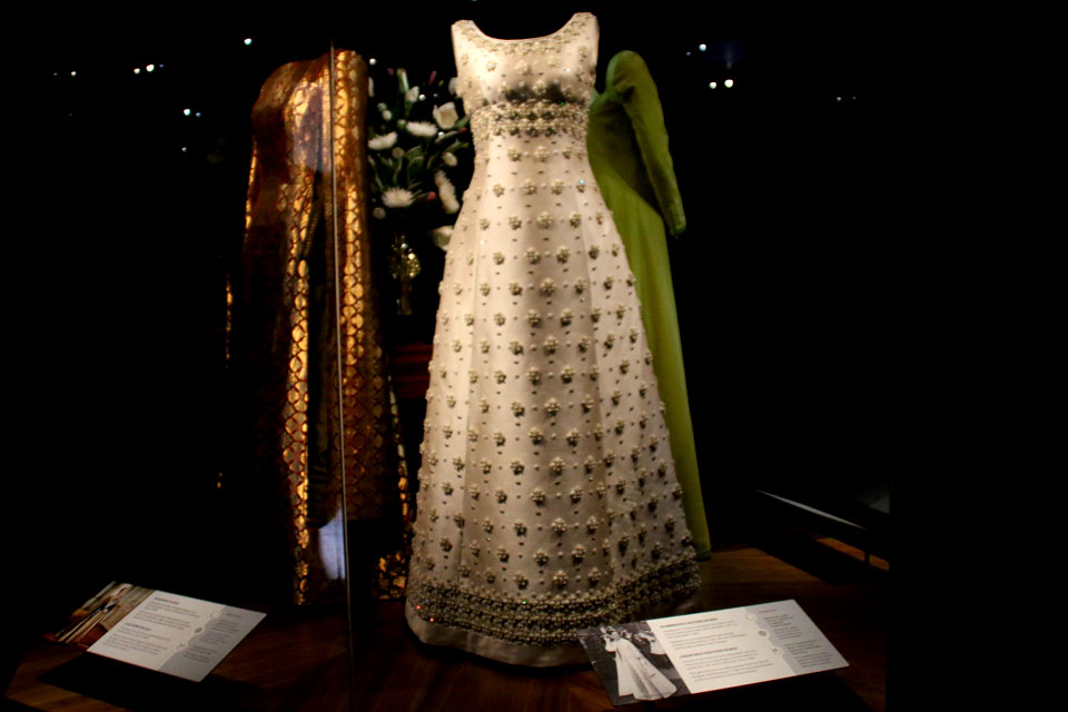 Цветочный гардероб королевы Маргрете II - Платье с жемчужными цветами