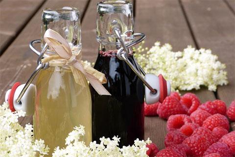Цветки и ягоды бузины и в продуктах питания.