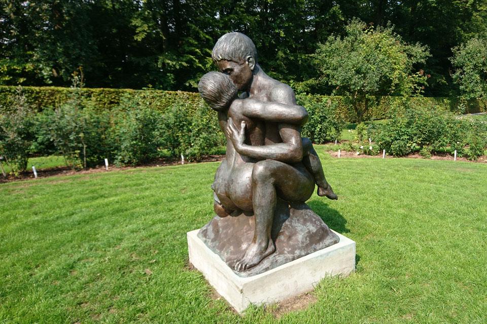 скульптура Влюбленная пара / Elskede par, выполненная принцем Хенриком
