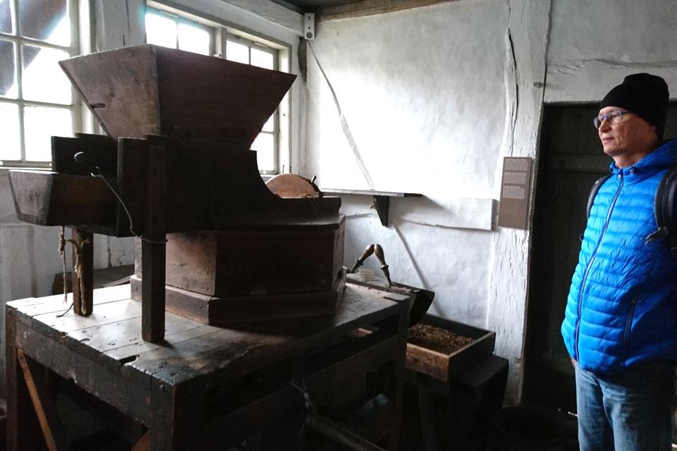Мельница для изготовления табачной пыли.