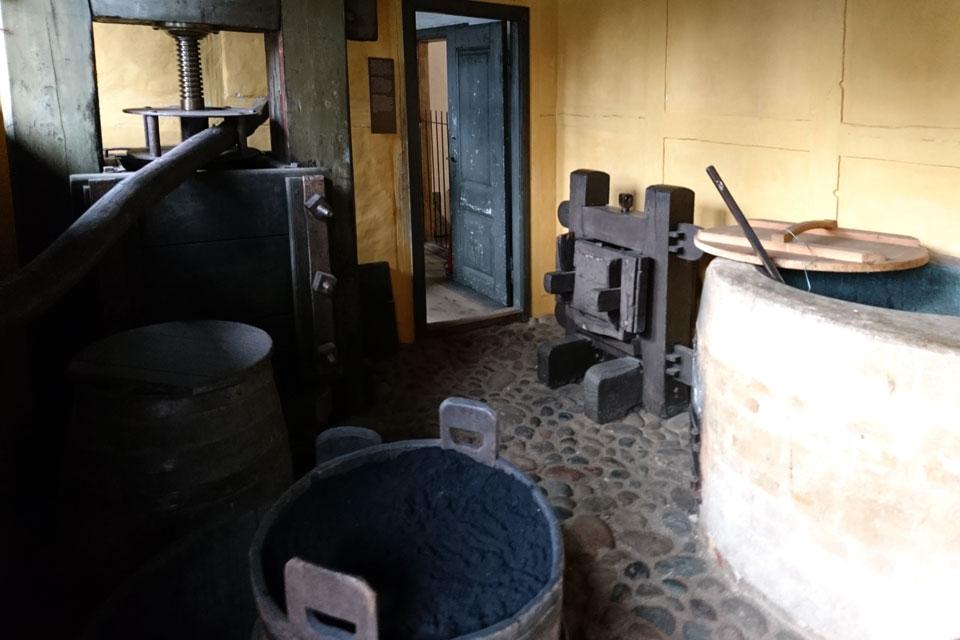 Соусоварня (Sovseri), где изготавливались ароматные соусы для пропитки листьев табака