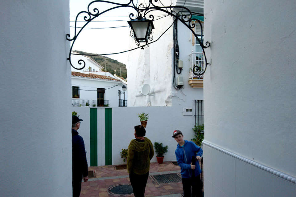 Прогулка по цветочным улочкам Бенальмадена Пуэбло