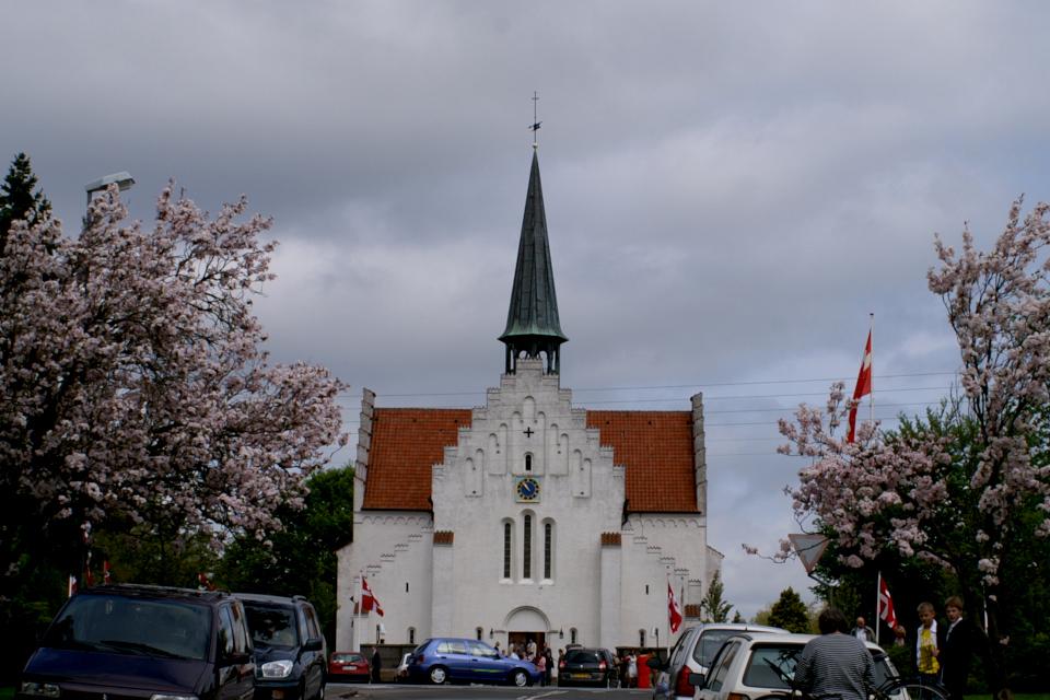 Церковь Åbyhøj Kirke, в которой была конфирмирована моя дочка