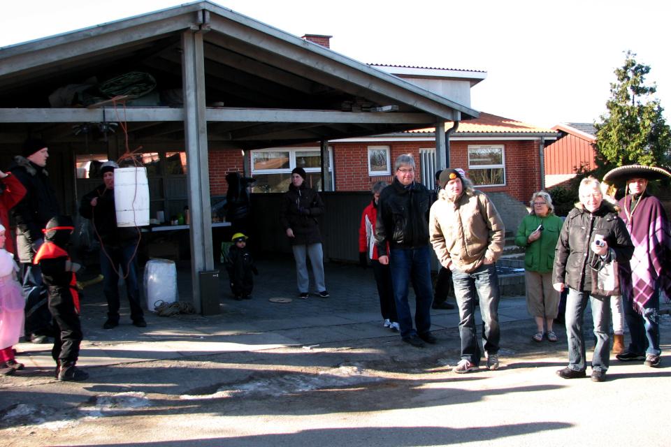 Масленица в Дании - Фастелавн- подвешивается первая бочка