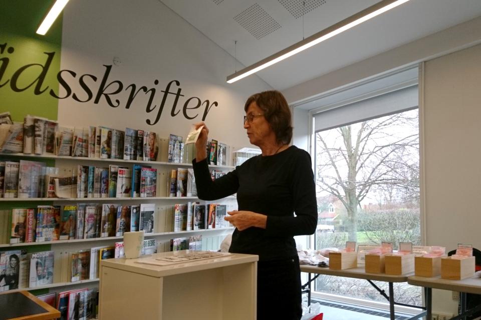 Активист общества коллекционеров семян Дании проводит презентацию