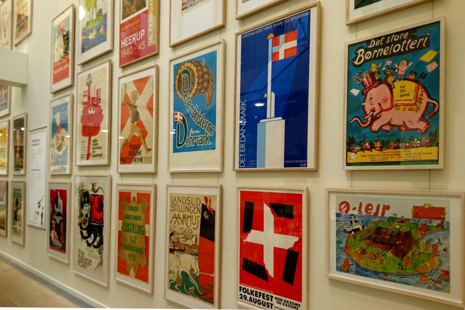 Выставка плакатов с флагом Дании Danmark