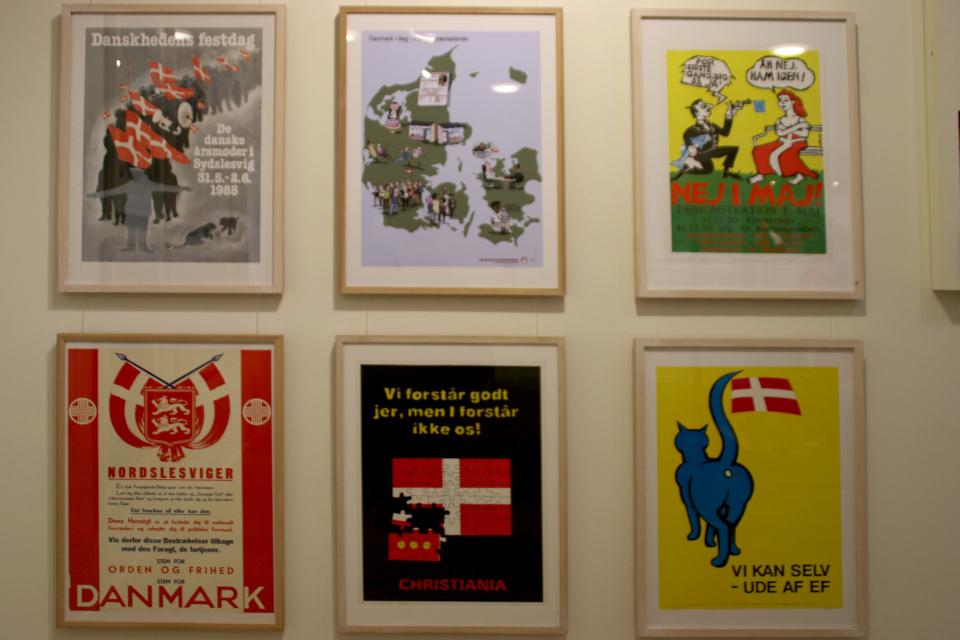 Выставка плакатов с флагом Дании Даннеброг в музее Старый Город