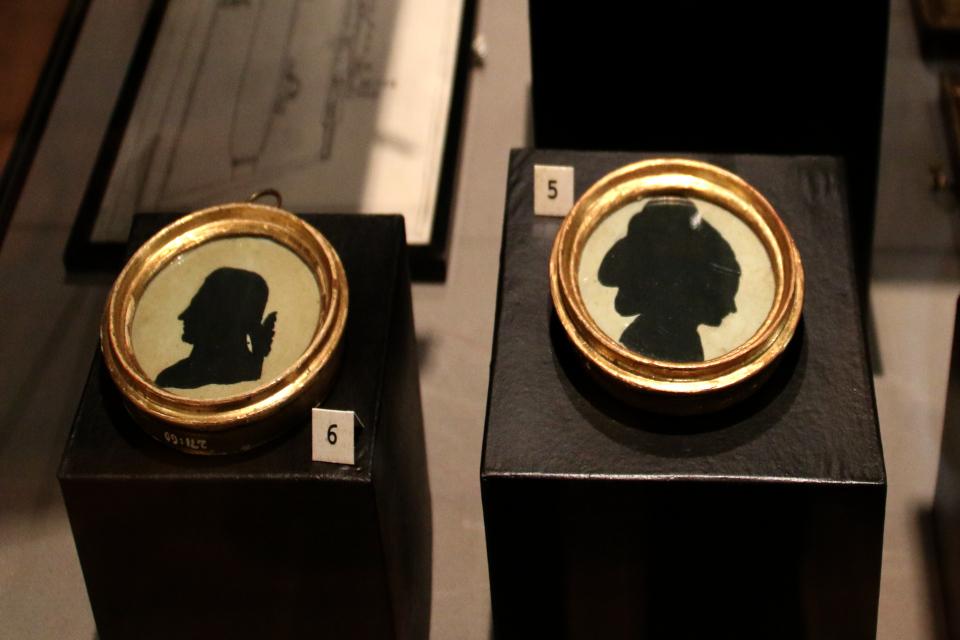 Силуэты прислуги Гюнтельберг (hr Gyntelberg) и его жены (fru Gyntelberg)