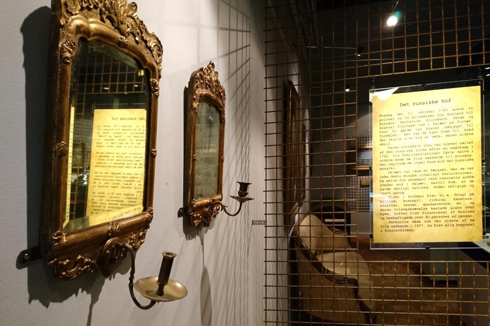 Позолоченные зеркала с подсвечниками. Русский княжеский двор в Хорсенсе, Дания