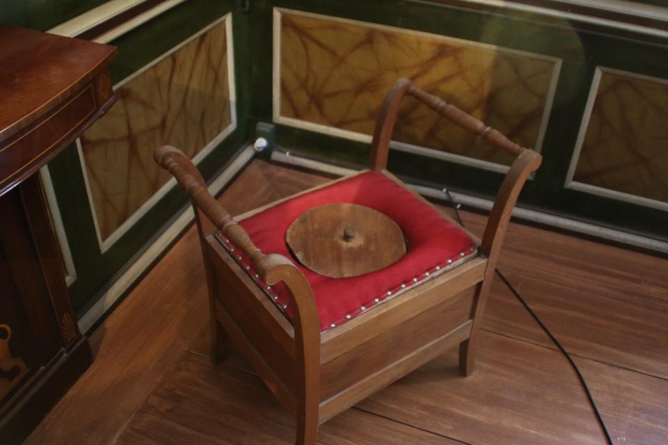 туалетный горшок во дворце