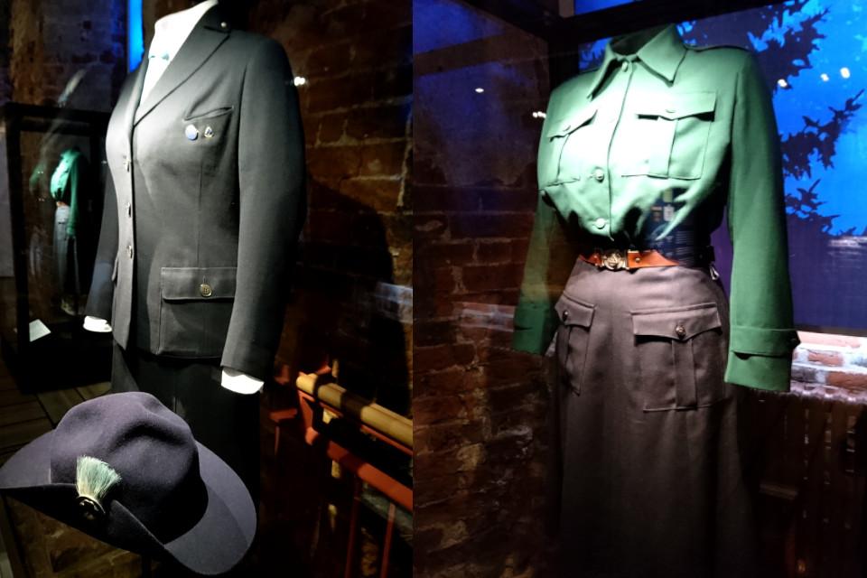Униформа спайдеров королевы Ингрид (слева) и Бенедикты (справа).