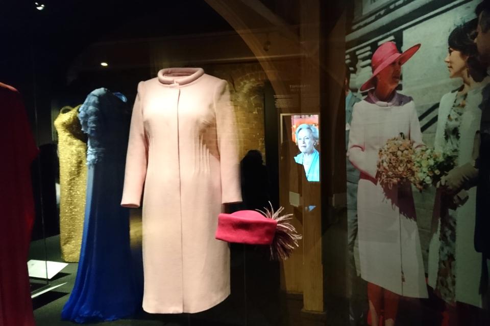 Одежда, которую Бенедикта получила в подарок на 70-летие
