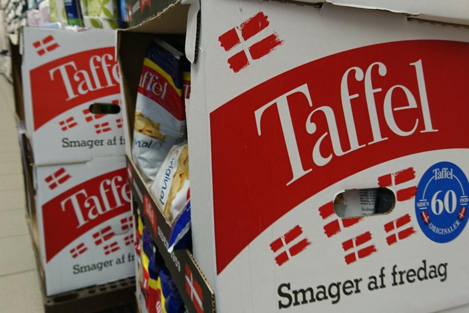 Датские чипсы с флажками под названием Taffel
