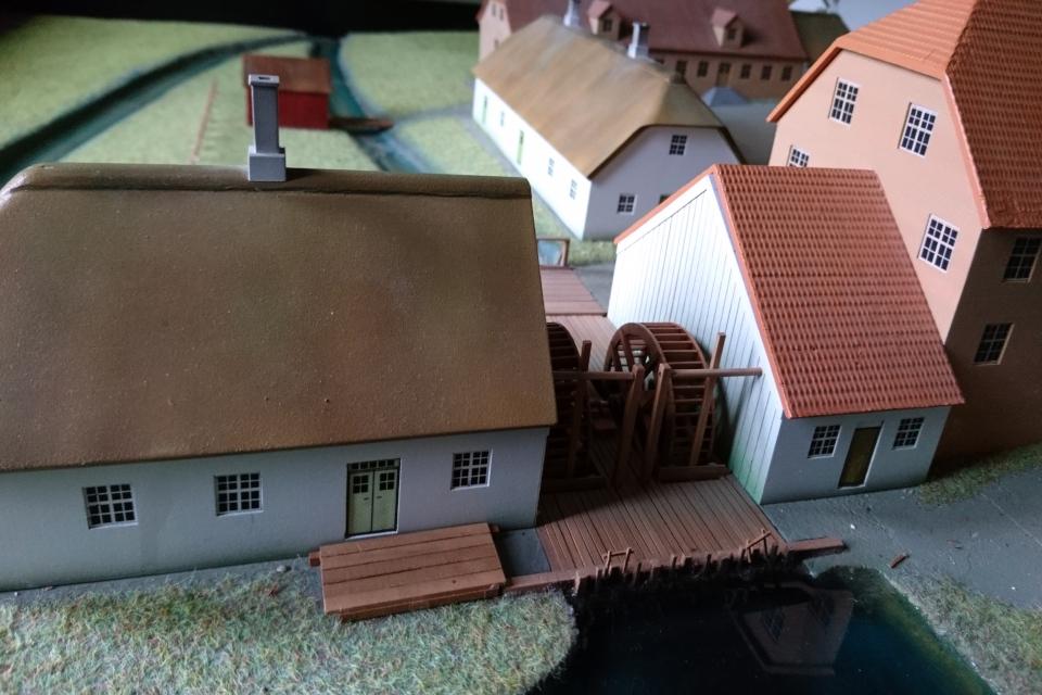 Водяная мельница на макете производственных помещений фабрики Брунсхоб