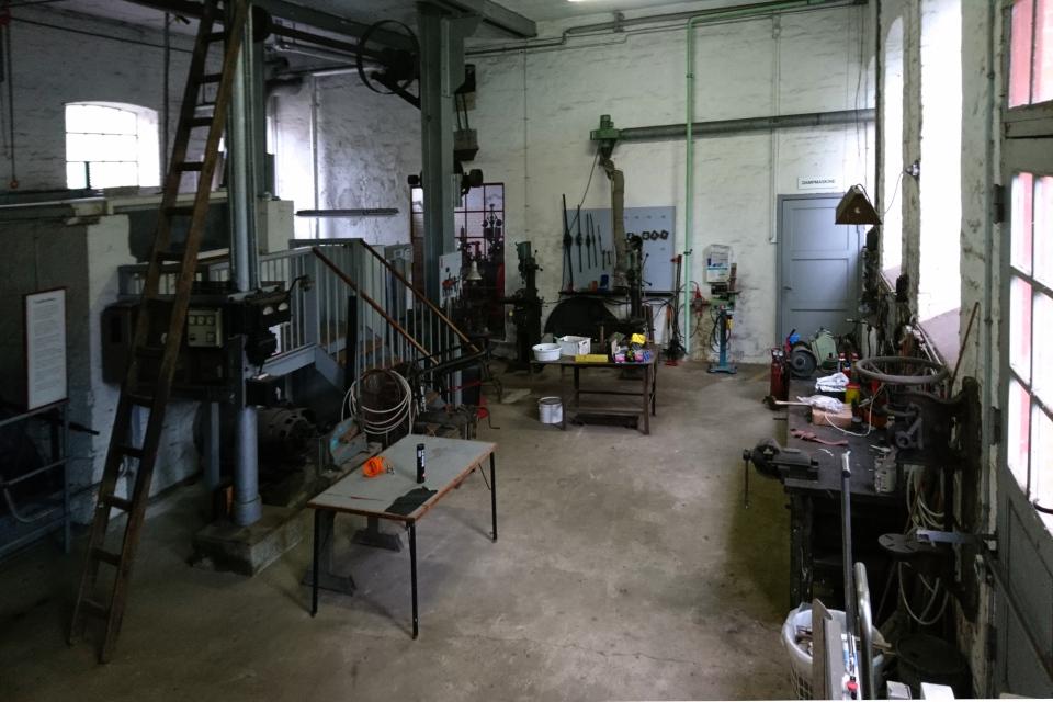 В цеху с паровой турбиной. Бумажная фабрика Брунсхоб (Bruunshaab Gl. Papfabrik)