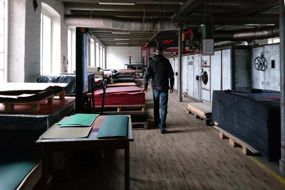 В цеху с сушильной машиной. Бумажная фабрика Брунсхоб