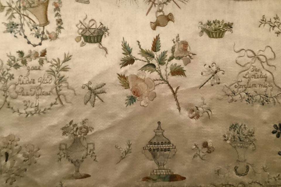 Вышивка шелком обложки семейного альбома знатной династии Веллиг (дат. Welling)
