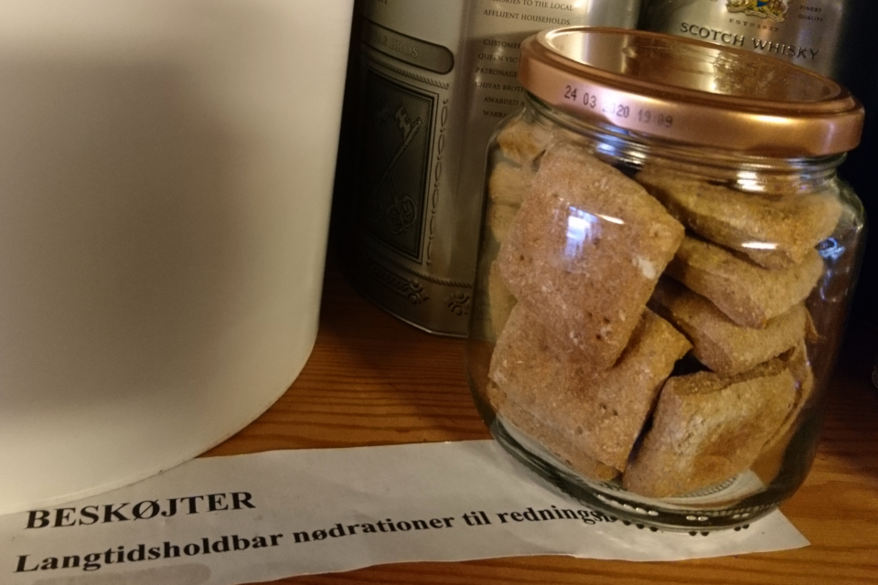 Еда долгого срока хранения - сухие печенья (дат. beskøjter)