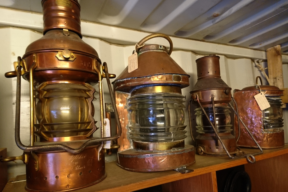 Старые морские фонари начала прошлого века