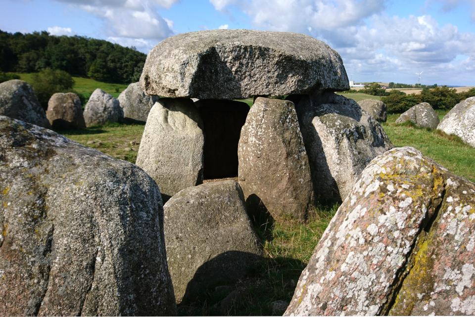 Трещина на камне. Фото 21 авг. 2019, Poskær stenhus, недалеко от г. Кнебель / Knebel, Дания