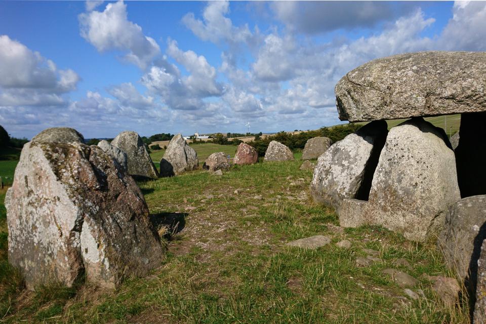 Кромлех из вертикально поставленных камней, Poskær stenhus