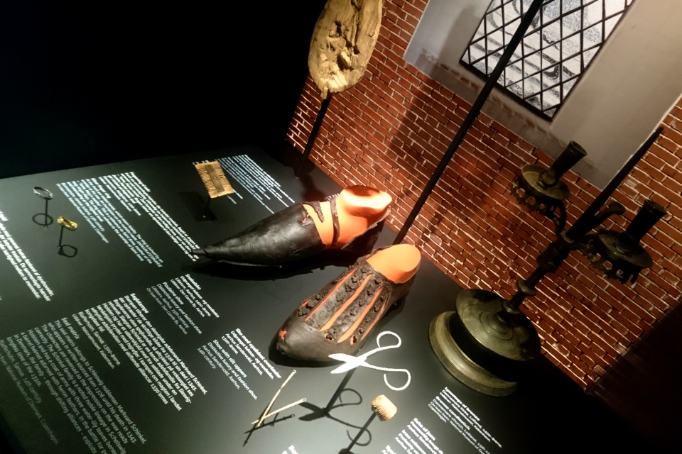 Кожаные туфли 14 века с длинным носом, г. Орхус, Дания