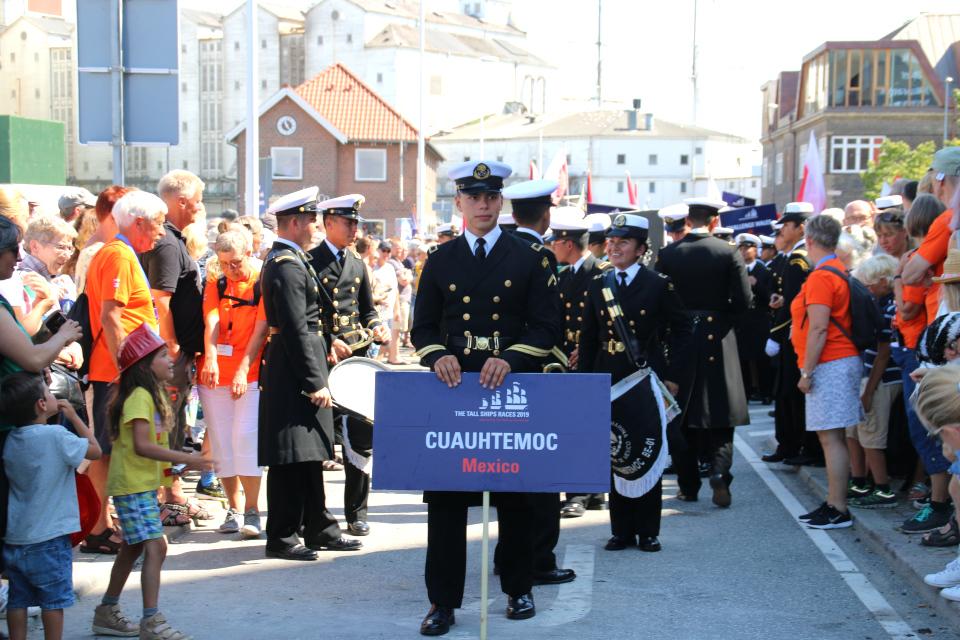 Экипаж мексиканского корабля Cuauhtemoc открыл парад регаты больших парусников