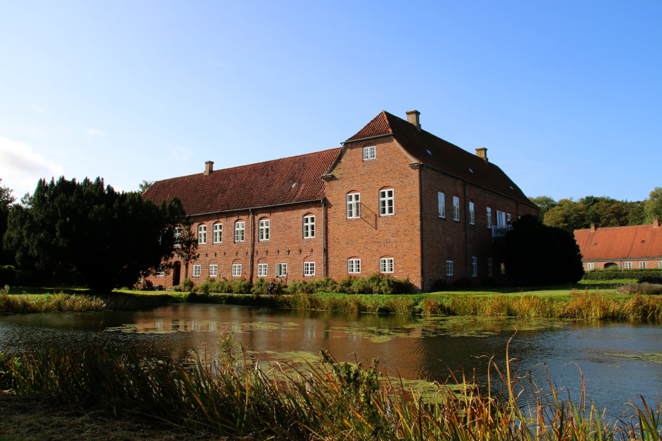 Замок Боллер (дат. Boller Slot). Фото 15 сент. 2019, г. Хорсенс / Horsens, Дания