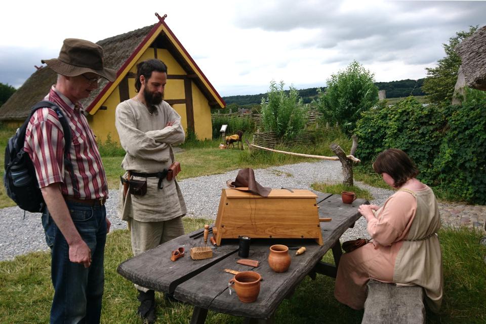 В поселении викингов возле развалин крепости Фюркат (Fyrkat).
