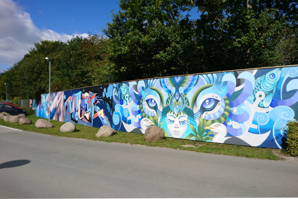 Стена, оформленная искусством стрит-арт возле порта Марселисборг