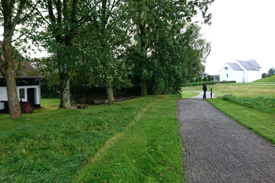 Постройки на территории археологического комплекса Еллинг