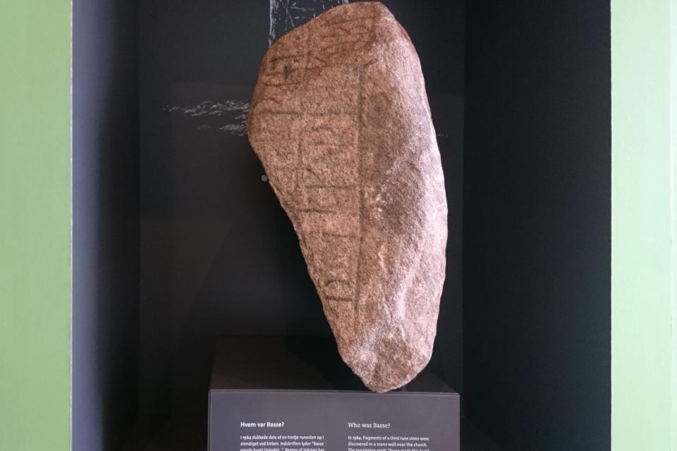 Рунный камень Бассе (дат. Basses runesten)