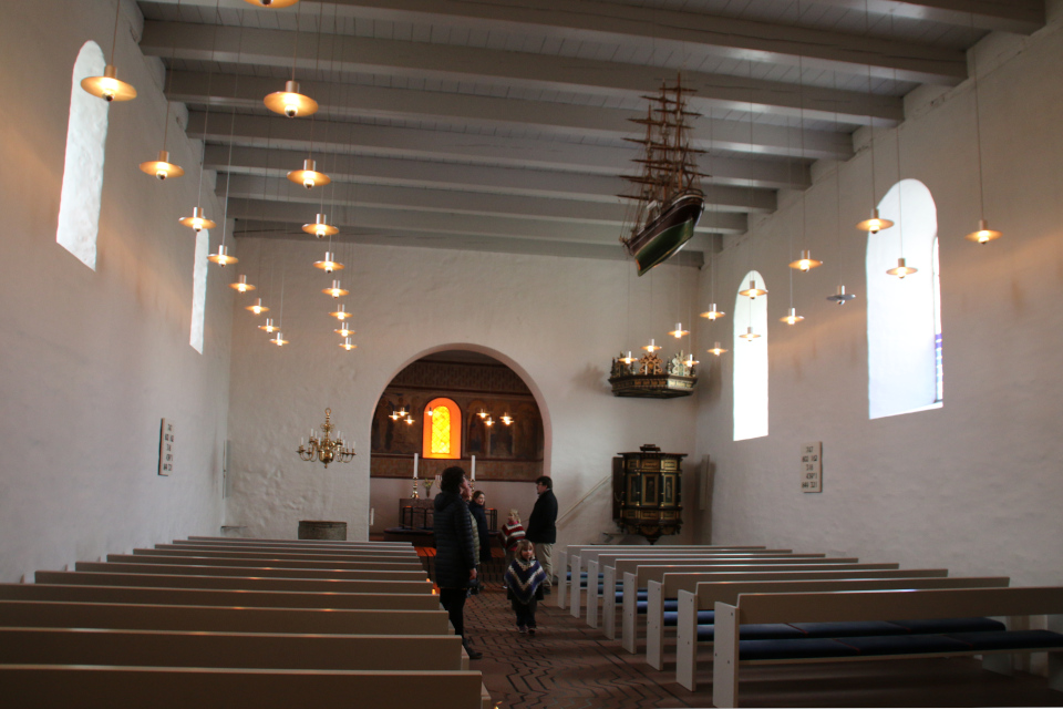Внутри церкви. Фото 12 фев. 2019, Еллинг /Jelling, Дания