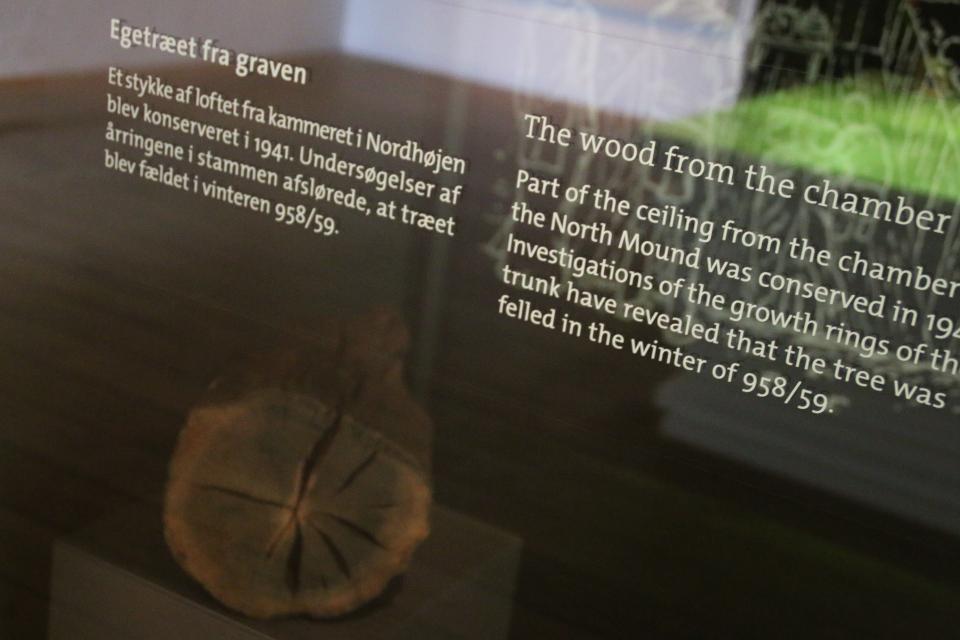 Стволы дуба, из которых была построена гробница в северном кургане Еллинг