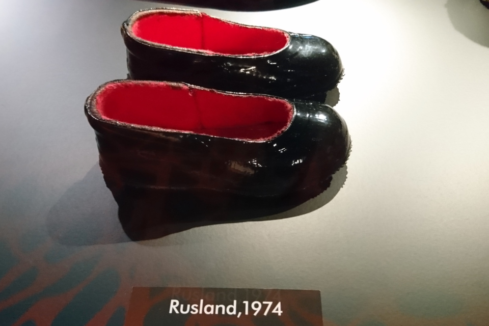Детские галоши из России, 1974 г. Выставка обуви в музее Мосгорд