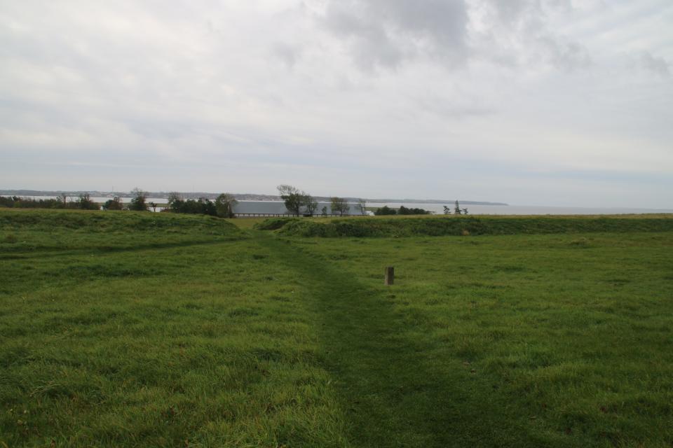 Гранитный камень возле крепости викингов Аггерсборг.