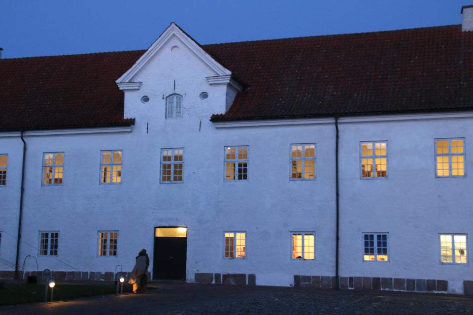 Монастырь Витскол вечером. Фото 13 окт. 2019, г. Ранум / Ranum, Дания