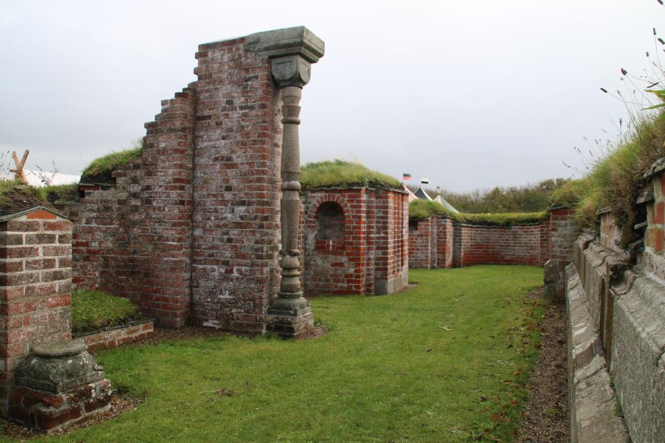 Руины на месте бывшей часовни. Фото 12 окт. 2019, Монастырь Витскол
