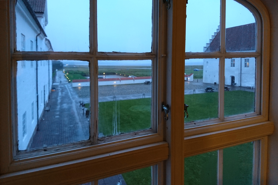 Вид из окна монастыря Витскол на двор и фьорд, г. Ранум / Ranum, Дания