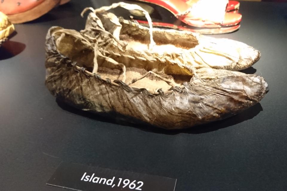 Обувь из рыбной кожи, Исландия, 1962 г. Выставка обуви в музее Мосгорд