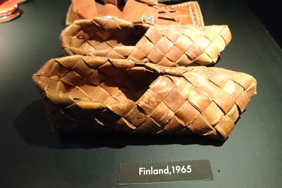 Ступни из бересты, Финляндия, 1965 г. Выставка обуви в музее Мосгорд,