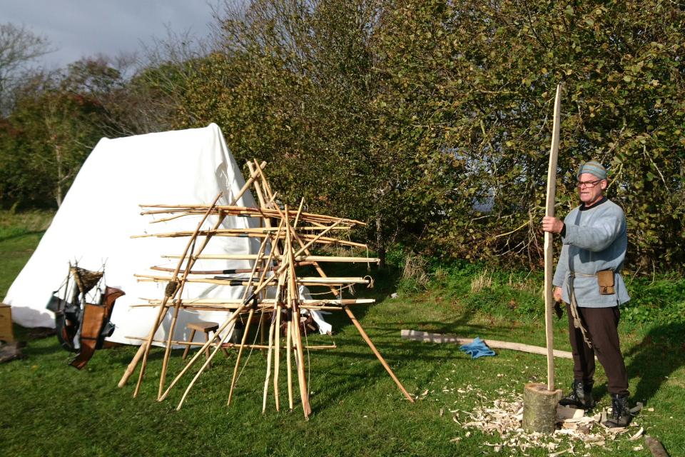 Изготовление лука. Средневековый фестиваль в монастыре Витскол