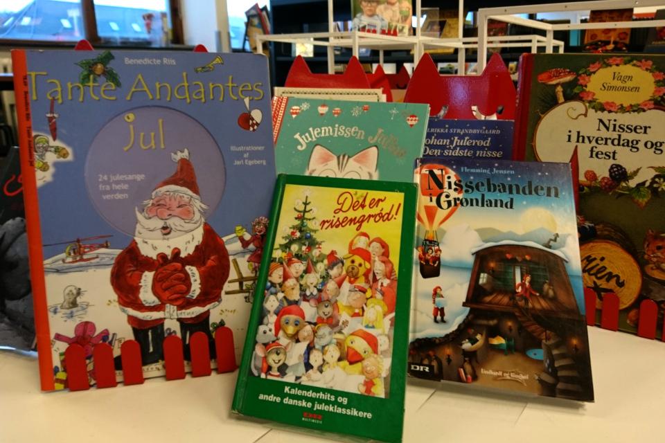 """Книги с """"календарными"""" рождественскими песнями для детей"""